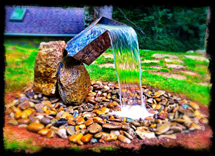Pondless modern style fountain.